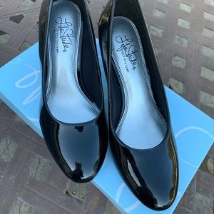 New Life Stride Patent Leather Heels